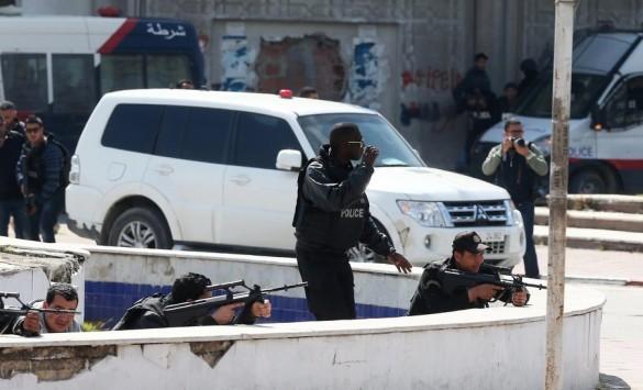 Μακελειό στην Τυνησία! 17 τουρίστες έχασαν τη ζωή τους από πυρά στο κοινοβούλιο - Νεκροί οι δράστες της ομηρίας στο `Μπαρντό`