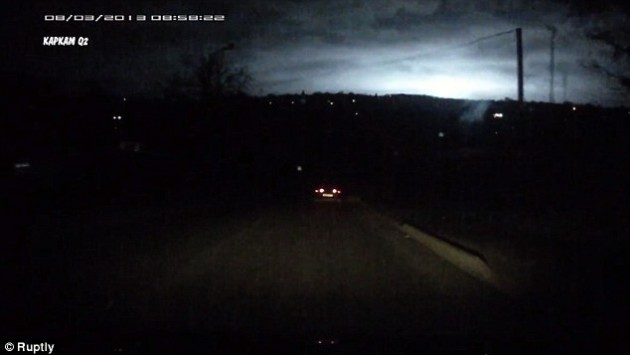 Μυστηριώδες φως έκανε τη νύχτα μέρα στη Σταυρούπολη - Πάγωσαν οι κάτοικοι