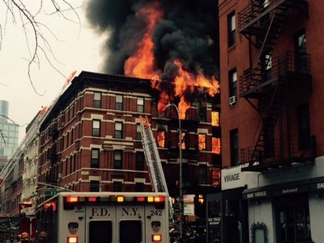 Κατέρρευσε κτίριο από έκρηξη στη Νέα Υόρκη - 16 τραυματίες (ΒΙΝΤΕΟ)