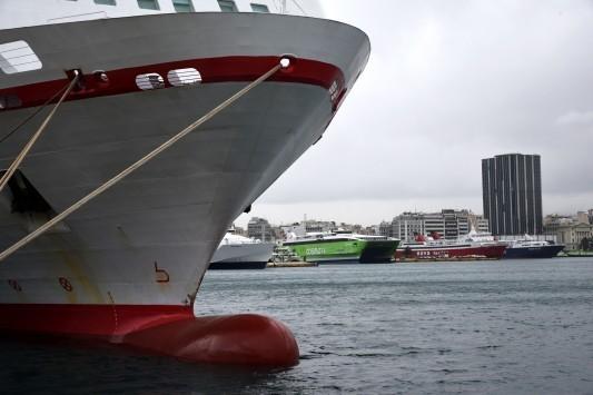 Όχημα έπεσε στη θάλασσα, στο λιμάνι του Πειραιά!