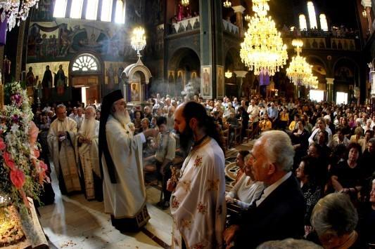Πάτρα: Η εκκλησία δεν είχε μόνο πιστούς - Διέκοψε ο παπάς τα δώδεκα Ευαγγέλια στον Άγιο Διονύσιο!