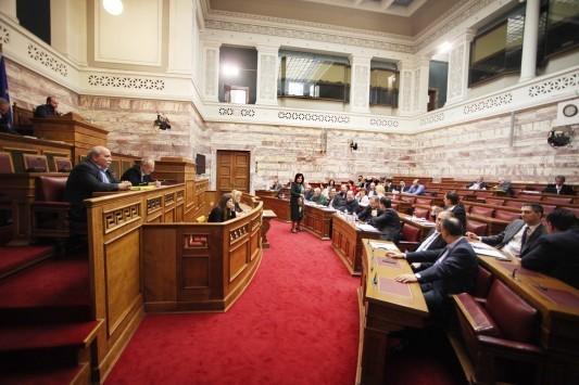 Πανδαιμόνιο στη Βουλή για την ΠΝΠ - Ούρλιαζαν οι βουλευτές κατά του Μάρδα - `Αυτό το κατοικίδιο ζώο` φώναζε ο Λοβέρδος