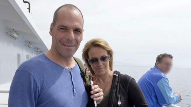 Γιάνης Βαρουφάκης: Καλύτερα η Αίγινα από το Brussels Group – Η Bild τον `τσάκωσε` στο πλοίο της γραμμής
