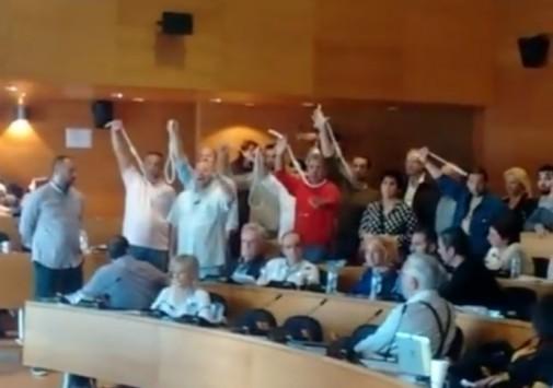 Με θηλιές στο λαιμό μέλη των ΑΝΕΛ στη Θεσσαλονίκη μετά τις δηλώσεις Μπουτάρη για τον Καμμένο - ΒΙΝΤΕΟ