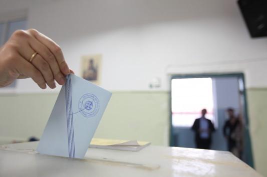 Δημοσκόπηση: Συντριπτική πλειοψηφία υπέρ συμβιβασμού – Που πέφτει η κυβέρνηση