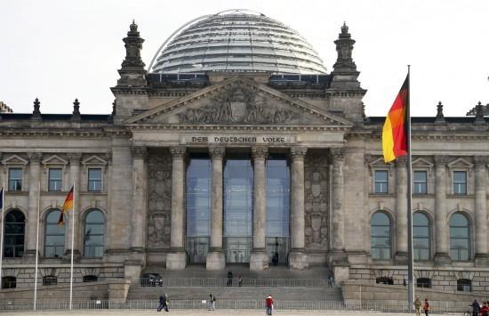 `Βόμβα` Γερμανού ευρωβουλευτή: Η Ελλάδα χρειάζεται μείωση του χρέους!