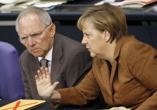 Εμφύλιο πόλεμο μεταξύ Μέρκελ και Σόιμπλε για την έξοδο της Ελλάδας από το ευρώ αποκαλύπτει ο Γερμανικός τύπος