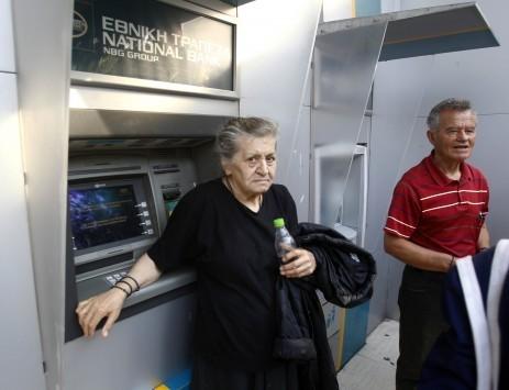 Συντάξεις – Capital control: Εμπλοκή στις πληρωμές για όσους δεν έχουν κάρτα τράπεζας