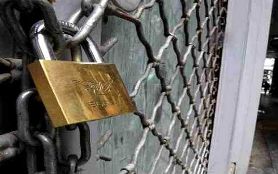 Τα Capital controls κλείνουν τουλάχιστον μία εβδομάδα το Χρηματιστήριο