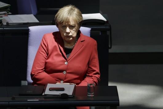 Welt: Ήττα για τη Μέρκελ το `όχι` στο δημοψήφισμα