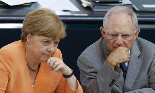 Politico: Μάθετε γιατί Μέρκελ και Σόιμπλε μαστιγώνουν την Ελλάδα