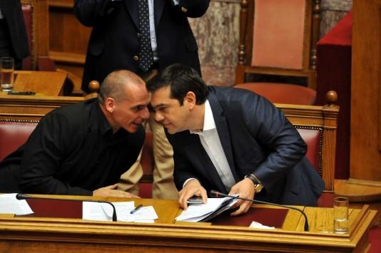 """Επανέρχεται προκλητικός ο Βαρουφάκης και """"σταυρώνει"""" τον Τσίπρα - Στο Μαξίμου ήλπιζαν να βγει το ΝΑΙ στο δημοψήφισμα"""