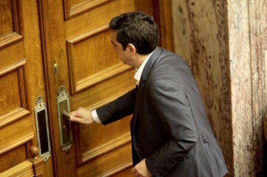 Η Βουλή ψήφισε `ναι`, ο ΣΥΡΙΖΑ έχασε 39 βουλευτές – Πρώτα Eurogroup, μετά ανασχηματισμός – Όλα ανοιχτά για την κυβέρνηση