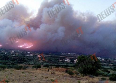 Λακωνία: Ανεξέλεγκτη η φωτιά στη Νεάπολη - Φόβοι για εγκλωβισμένα άτομα στον Άγιο Νικόλαο - Κάηκαν σπίτια και εκκενώθηκαν 4 χωριά (Φωτό και βίντεο)!