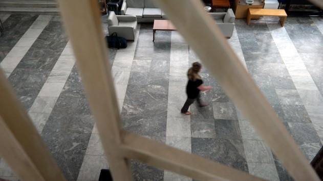 Δημόσιο: Περισσότερες ώρες στη δουλειά – Για ποιους αυξάνεται το ωράριο