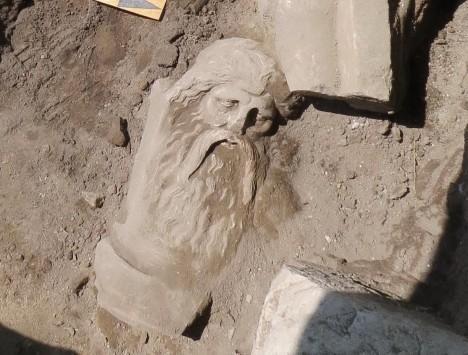 Πέλλα: Ανακαλύφθηκε άγαλμα του Σιληνού - Ένα εκπληκτικό μαρμάρινο αριστούργημα της ελληνιστικής περιόδου (Φωτό)!