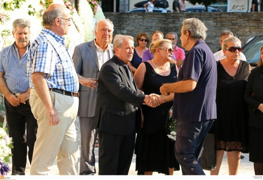 Θεσσαλονίκη: Οι πιο δύσκολες ώρες του Στέλιου Παπαθεμελή - Σπαρακτικές σκηνές στην κηδεία της κόρης του Ελένης (Φωτό)!