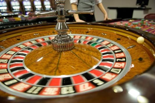 Πάτρα: Κλείνει το καζίνο Ρίου με εντολή του Ευκλείδη Τσακαλώτου - Ένταση με τους 250 υπαλλήλους που παραμένουν μέσα!