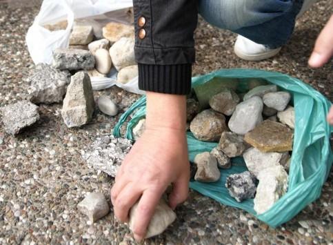 Προσοχή! Νεαροί πετούν πέτρες σε αυτοκίνητα στην Πάτρα