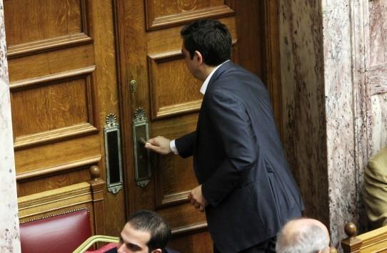 """Νέα ντρίμπλα Τσίπρα – Κλείνει την Βουλή και βάζει """"δικούς"""" του βουλευτές στα θερινά τμήματα για να περάσουν οι εφαρμοστικοί νόμοι"""