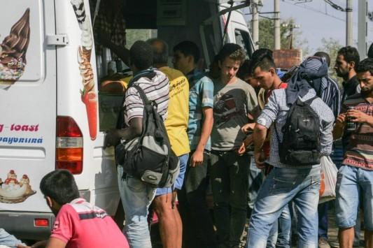 Τα Σκόπια στέλνουν στρατό στα σύνορα - ''Μπλοκαρισμένοι'' στην Ελλάδα χιλιάδες μετανάστες!