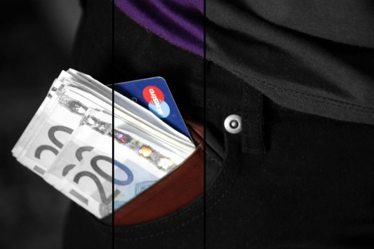 Capital controls και στα μετρητά θέλει η εφορία! - Με κάρτα θα πληρώνουμε μέχρι και τις τσίχλες!