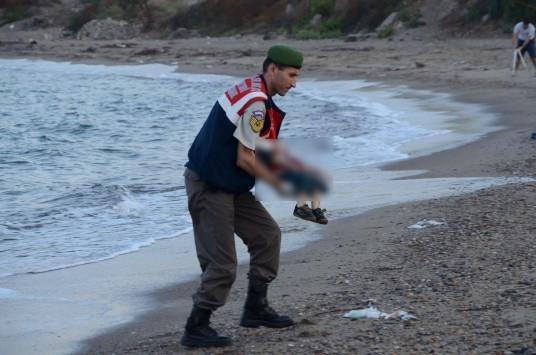 «Χθες ήταν διαφορετικά» - Συγκλονίζει η φωτογράφος των νεκρών προσφυγόπουλων