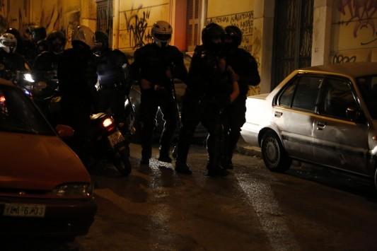 Πανικός στον Βόλο - Εισβολή αντιεξουσιαστών σε ξενοδοχείο