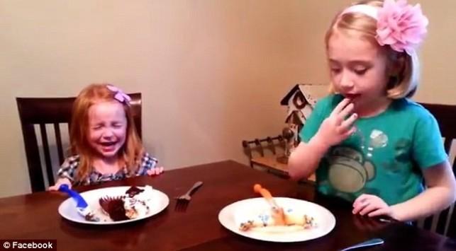 Πολύ γέλιο! Κοριτσάκι πλάνταξε στο κλάμα όταν έμαθε το φύλο του μωρού (ΒΙΝΤΕΟ)