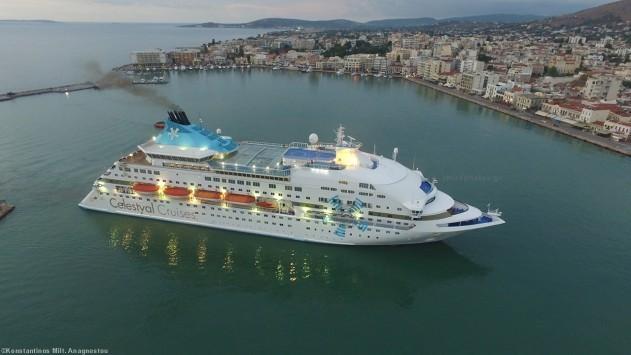 Χίος: Η εντυπωσιακή άφιξη του κρουαζιερόπλοιου Celestyal Crystal με φόντο την ανατολή (Βίντεο)!