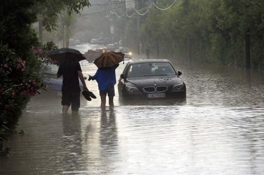 Καιρός: Νέο έκτακτο δελτίο! Βροχές και καταιγίδες ως την Τρίτη