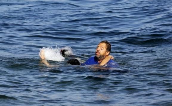Μυτιλήνη: Πνίγηκαν αγκαλιασμένοι μητέρα και παιδί - Νέο ναυάγιο προσφύγων στο Αιγαίο!