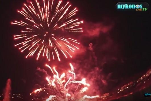 Μύκονος: Πυροτεχνήματα από χρυσάφι - 40.000€ στον αέρα του Πάνορμου (Βίντεο)!