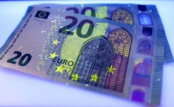 Συντάξεις: Τσεκούρι στα χρήματα συνταξιούχων, Δημοσίου, ΔΕΚΟ και ΙΚΑ