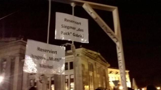 Έστησαν γκιλοτίνα για τη Μέρκελ στη Δρέσδη (ΦΩΤΟ)