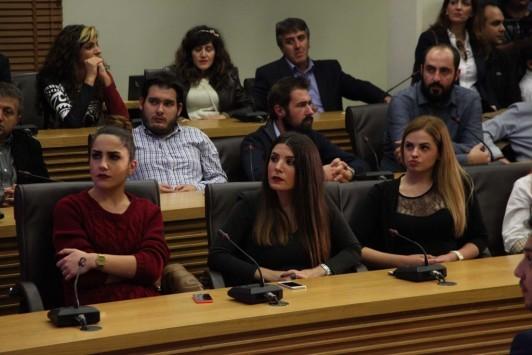 Κοζάνη: Χαμός στο facebook με τις κούκλες ΟΝΝΕΔίτισσες σε ομιλία του Τζιτζικώστα (Φωτό και βίντεο)!