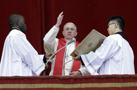 Παγκόσμιο σοκ από δημοσίευμα πως ο Πάπας έχει όγκο στο κεφάλι