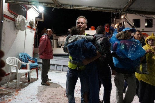 Σώθηκαν και οι 100 πρόσφυγες! Αίσιο τέλος στο ναυάγιο της Χίου