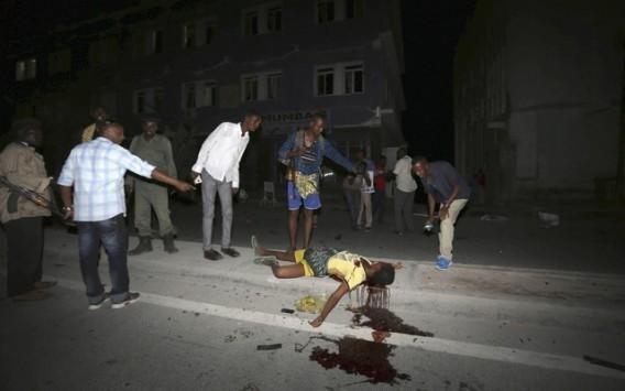 Σομαλία: Μακελειό σε ξενοδοχείο με 12 νεκρούς! Η Σεμπάμπ ανατίναξε την είσοδο με παγιδευμένο αυτοκίνητο!
