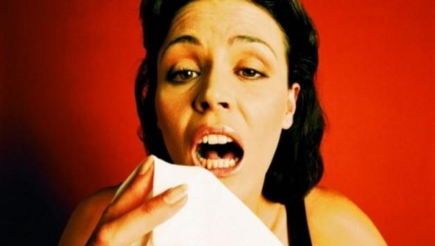 Τι θα πάθετε αν συνηθίζετε να 'κρατάτε' το φτέρνισμα