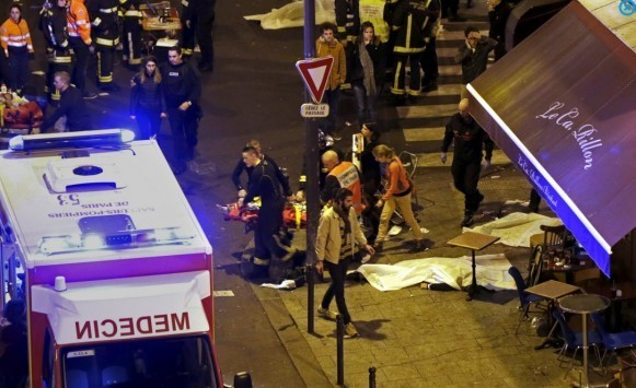 Η πολιορκία των Παρισίων! - Μπαράζ τρομοκρατικών επιθέσεων! - Δεκάδες νεκροί από εκρήξεις και πυροβολισμούς! 100 όμηροι σε θέατρο!