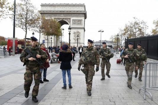 Η Γαλλία ήδη σε πόλεμο με τους τζιχαντιστές αναμένοντας το NATO