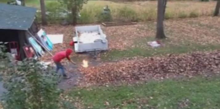 Αποφάσισε να κάψει τα πεσμένα φύλλα της αυλής του με βενζίνη και παρολίγο να βάλει φωτιά σε όλο το δάσος!