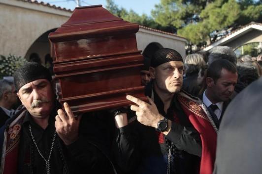 Κρήτη: Η κηδεία του Γιώργη Ξυλούρη - Το στεφάνι του Τσίπρα και οι μαντινάδες (Φωτό)!