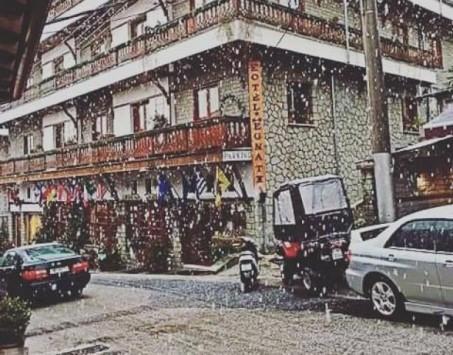 Πέφτει το πρώτο χιόνι στο Μέτσοβο - Το έστρωσε στη Βασιλίτσα!