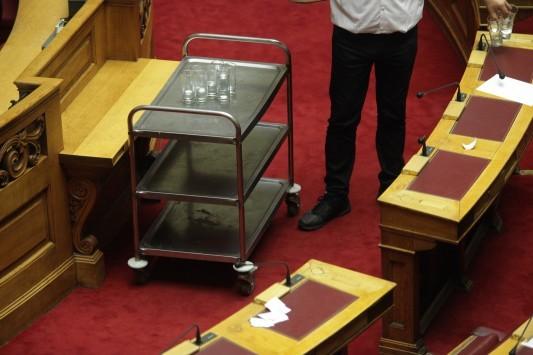 Συμβασιούχοι Βουλής: Βρέθηκε ένας με πλαστό πτυχίο και άλλος ένας... δημόσιος υπάλληλος!