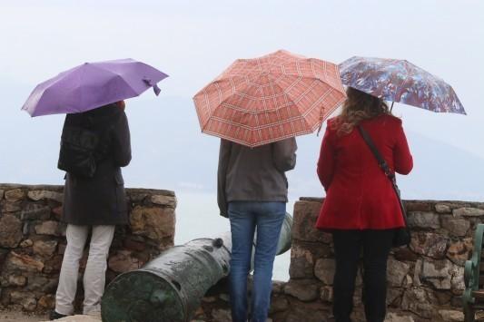 Καιρός: Καλοκαιρία με... βροχές στα νότια