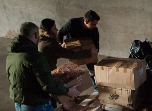 Εργαζόμενοι στα μεταλλεία Κασσάνδρας πήγαν είδη ανάγκης στους πρόσφυγες