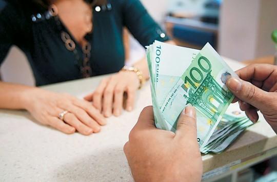 Ξεκινούν μαζικές κατασχέσεις καταθέσεων για χρέη στην Εφορία