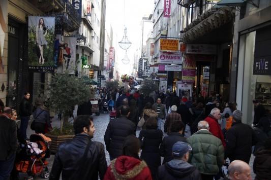 Παραμονή Πρωτοχρονιάς: Μέχρι τι ώρα θα είναι ανοιχτά τα μαγαζιά